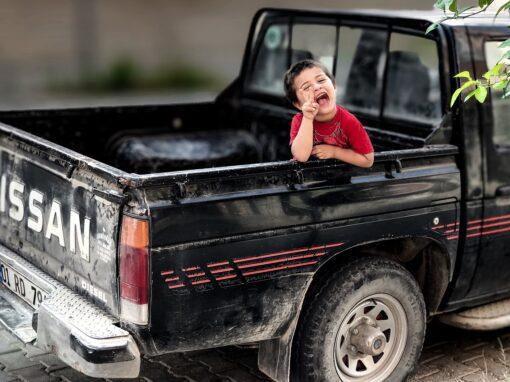 Wie soll ich das schaffen, mein Kind jeden Tag mit dem Auto in die Schule zu bringen und wieder abzuholen?